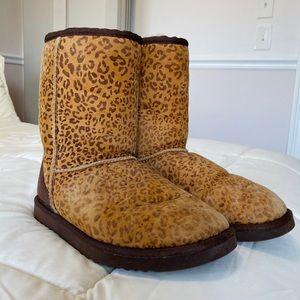 Classic Short Cheetah Uggs